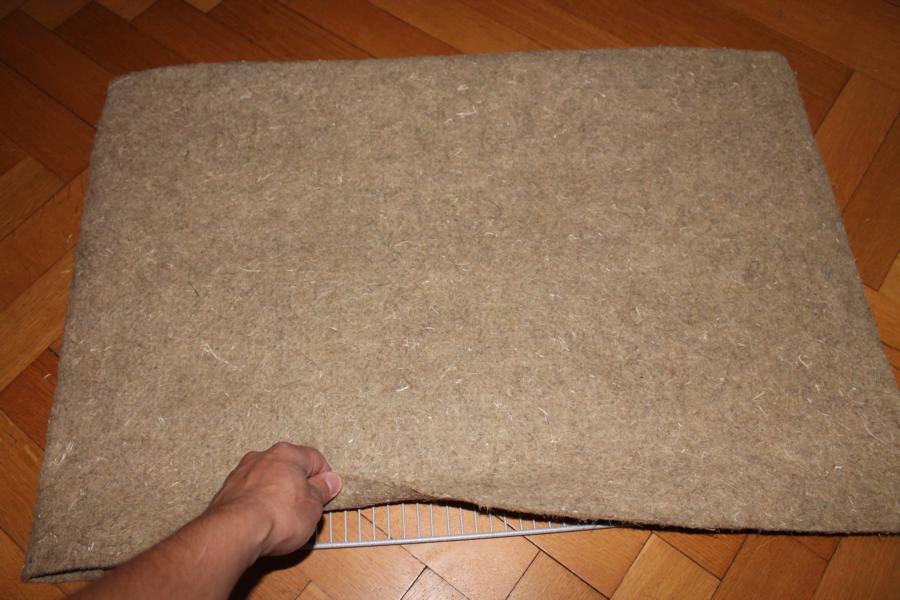 Gitterboden in Hanfmatte eingepackt